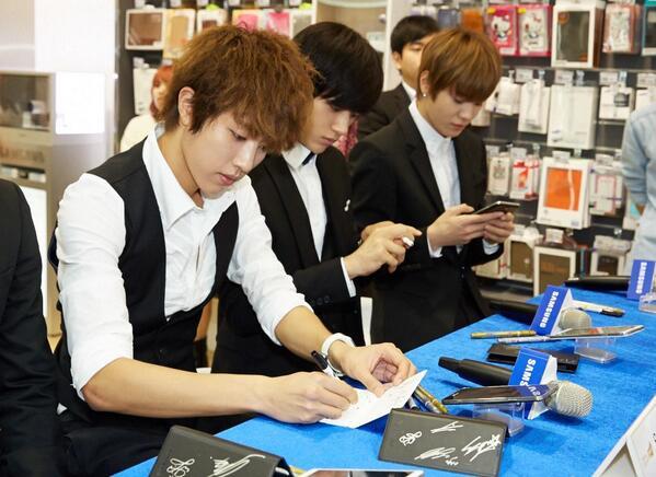 131011 INFINITE Taiwan Samsung galaxy event - MyungYeolJong