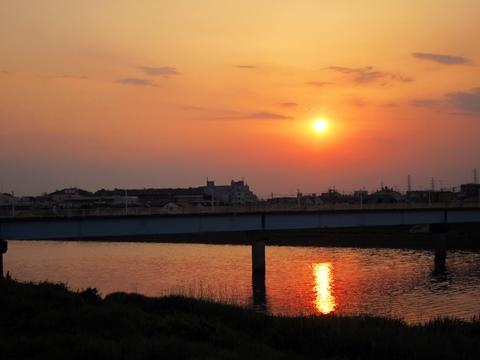 鶴見川の夕日