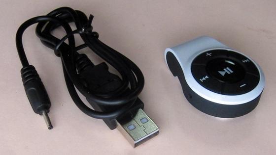 本体と充電ケーブル