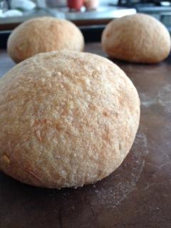 トマトソース酵母パン