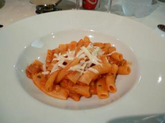 リガトーニのトマトソース
