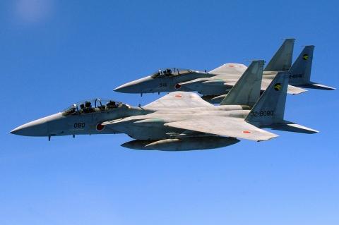 F15J02.jpg