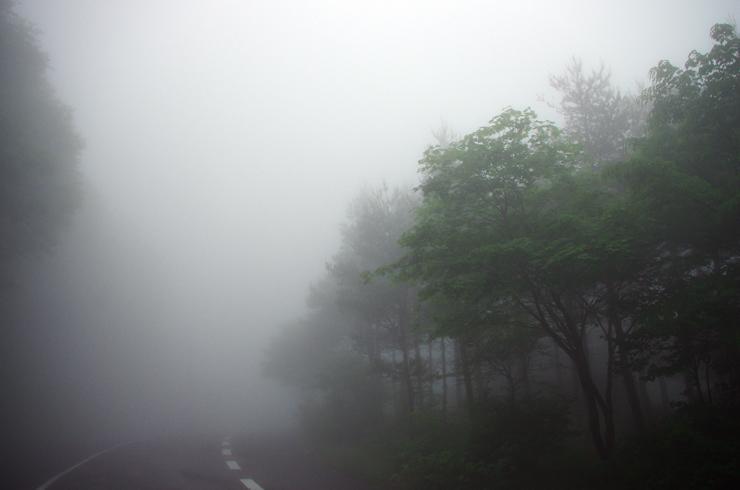 濃霧のスカイライン