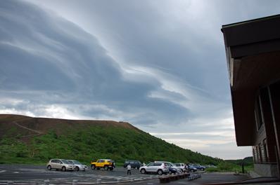 今朝の強風雲