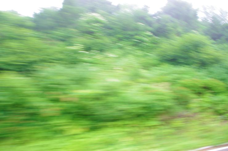 梅雨の車窓1