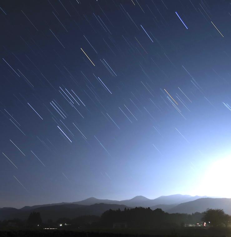 冬空の軌跡と吾妻山