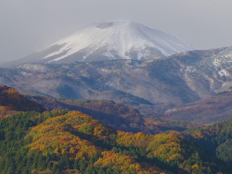 雪の小富士