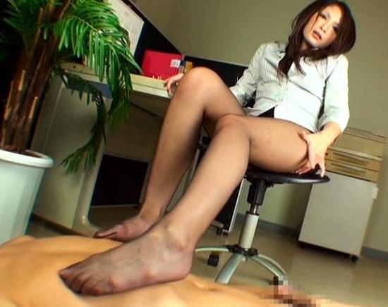 色気ムンムンなお姉さんの湿った黒パンスト足裏を堪能の脚フェチDVD画像4
