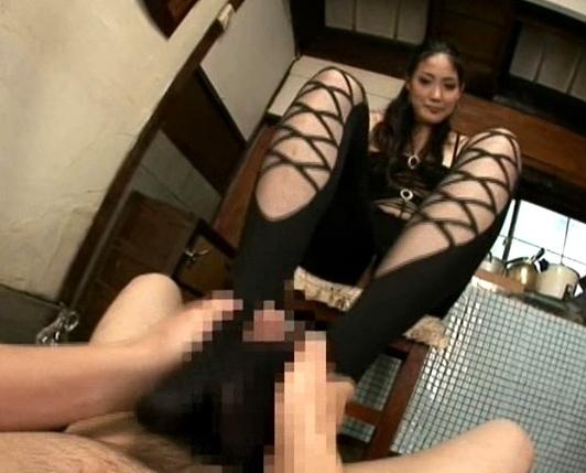 身長182cmの長身女が長いパンスト美脚で痴女プレイの脚フェチDVD画像1
