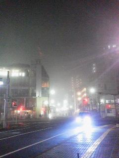 141129川越駅前霧発生