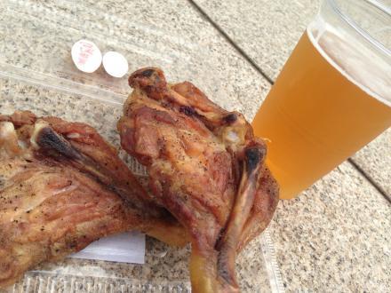 地ビールと鶏もも焼き
