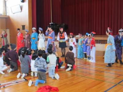 民族衣装のショー