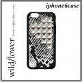 SNP1016-Snakeskin-Silver-Pyramid-iPhone-6_large1.jpg