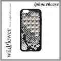 SNP1016-Snakeskin-Silver-Pyramid-iPhone-6_large1.jpg