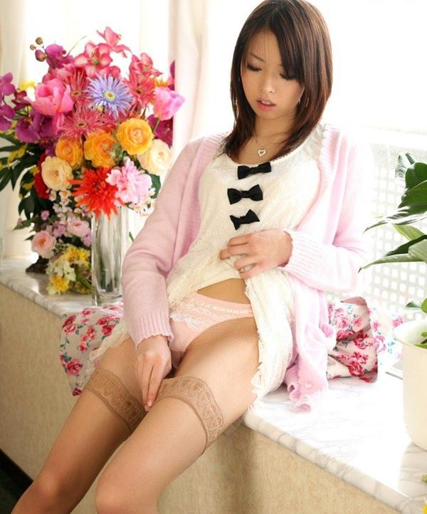 ピンク下着で美肌なお姉さんとセクロスエロ画像