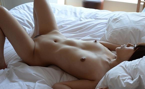 お宝全裸色白おっぱいピンク乳首桃尻