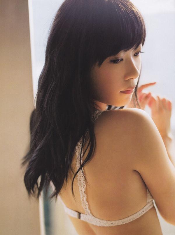 【指原莉乃】さっしーの純白パンチラ
