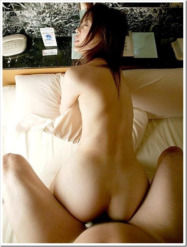 【バック性行為】美尻おまんこに後背位ハメ撮り