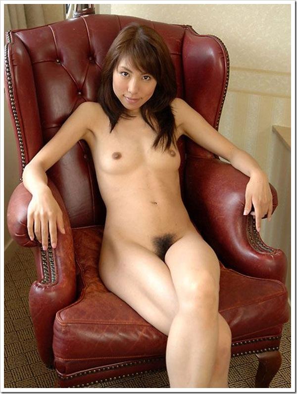 美脚下から陰毛まん毛美乳おっぱい画像
