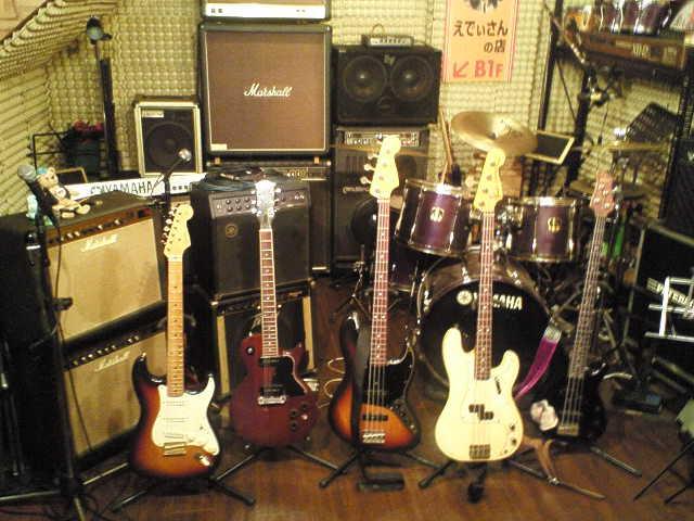 「えでぃさんの店」備え付け楽器