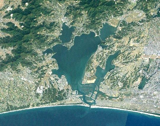 760px-Lake_hamana_landsat.jpg
