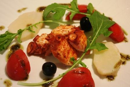web蛸のガリシア風とフルーツトマトのスペインサラダ仕立て