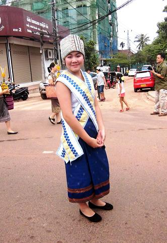 16 絵画教室23回目・タートルアン祭り民族衣装揃い踏み (100)