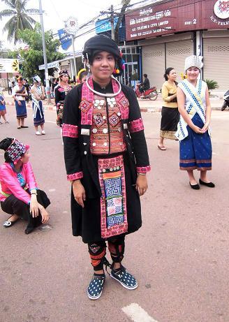 18 絵画教室23回目・タートルアン祭り民族衣装揃い踏み (103)