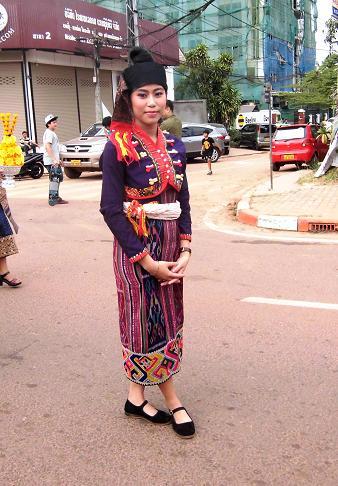 6 絵画教室23回目・タートルアン祭り民族衣装揃い踏み (105)