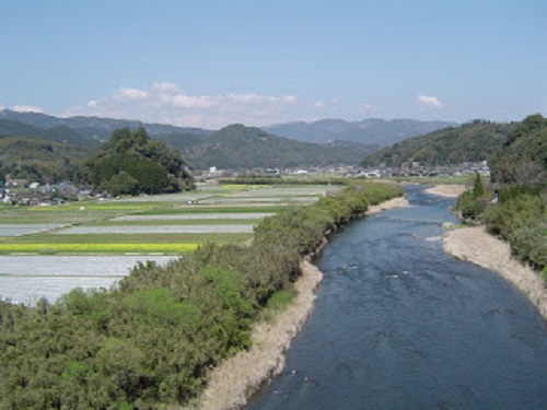 清流川辺川と雨宮神社の杜