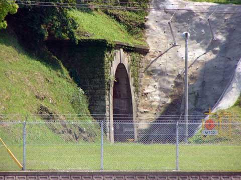 前畑・トンネル式弾薬庫
