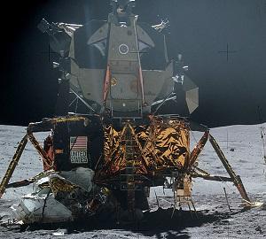 月面着陸した宇宙船アポロ