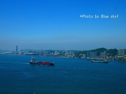 関門海峡,行交う船