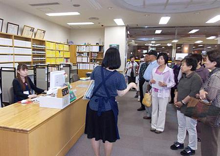 図書館見学会2013-02