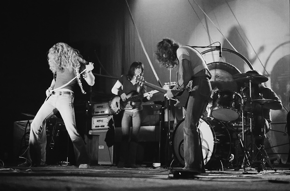 20121010-led-zeppelin-1971-595x-1349880615.jpg