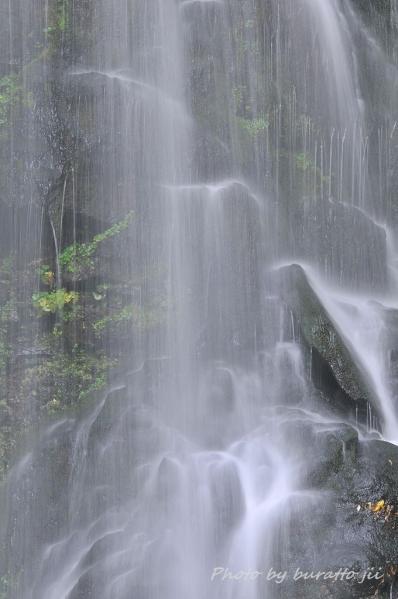 1HKD_美深町の深緑の滝