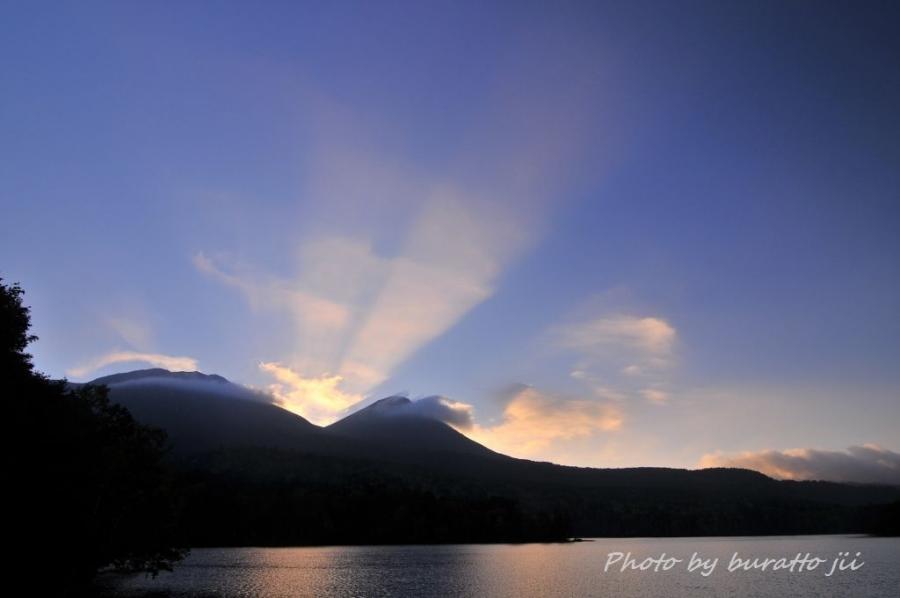2HKD_オンネトー湖の夜明け0555日の出0524
