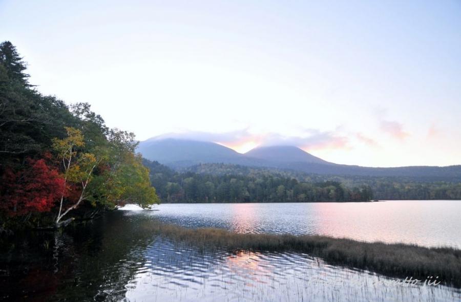 1HKD_1HKD_オンネトー湖の夜明け0530日の出0524