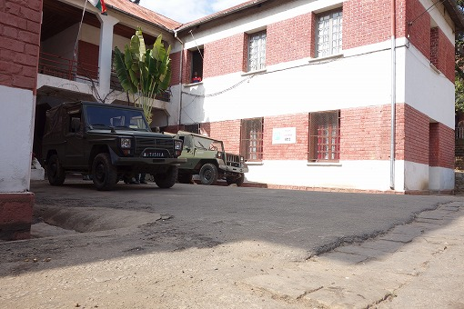 軍用車が並ぶ