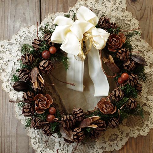 ナチュラルな木の実のクリスマスリースj