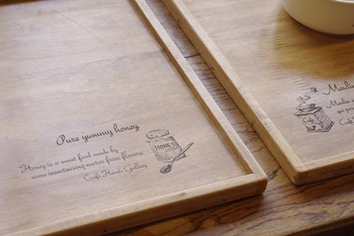 オリジナルデザインの木製ランチマット