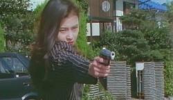 神竜組の組長を再び撃つ浅倉紗枝(咲田めぐみ)