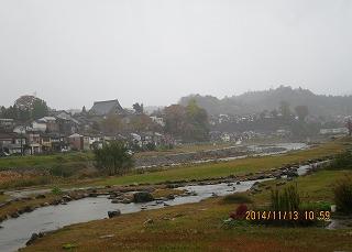 時雨れる坂の街