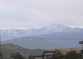 県境の山に初雪・1