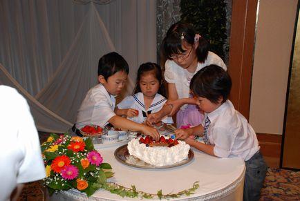ケーキの飾りつけ
