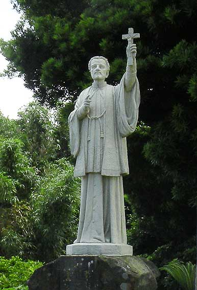 平戸教会ザビエル像