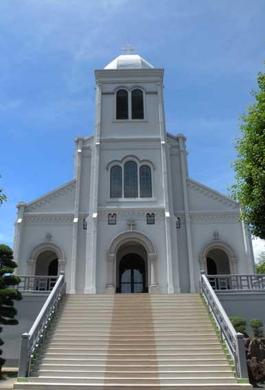 紐差教会聖堂正面