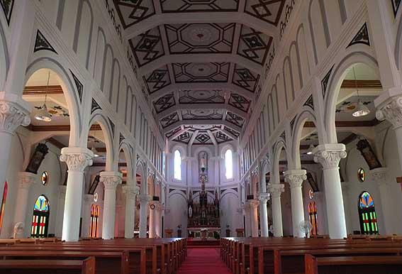 紐差教会堂内