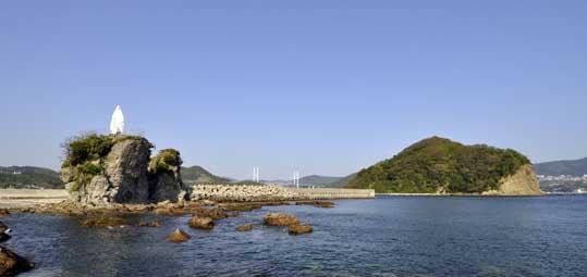 神ノ島教会マリア像遠景