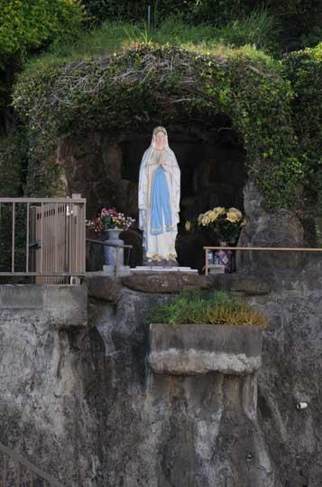 神ノ島教会ルルド01